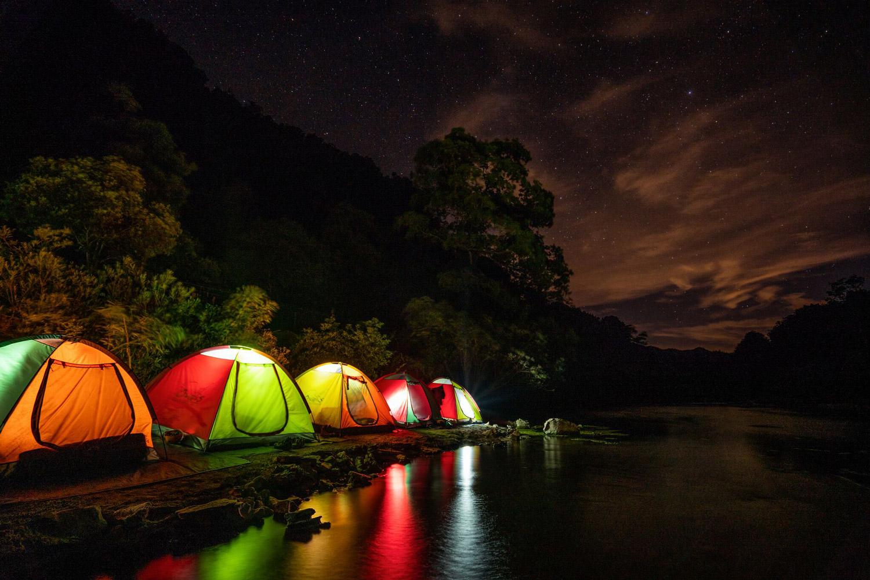 Cắm trại qua đêm trong tour du lịch quảng bình
