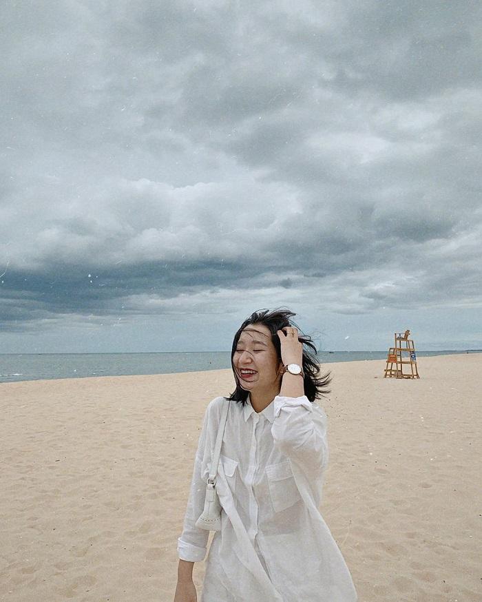 chụp hình tại Biển Nhật Lệ